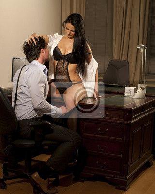 Fotomural gerente sexy y la mujer en el coqueteo oficina
