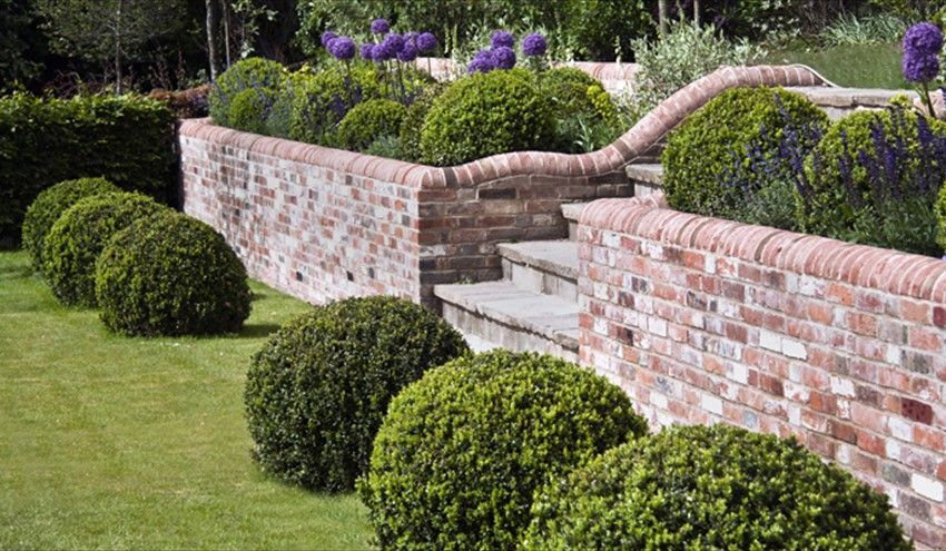 25 Retaining Wall Design Ideas For Creative Landscaping With Images Garden Wall Designs Brick Wall Gardens Brick Garden