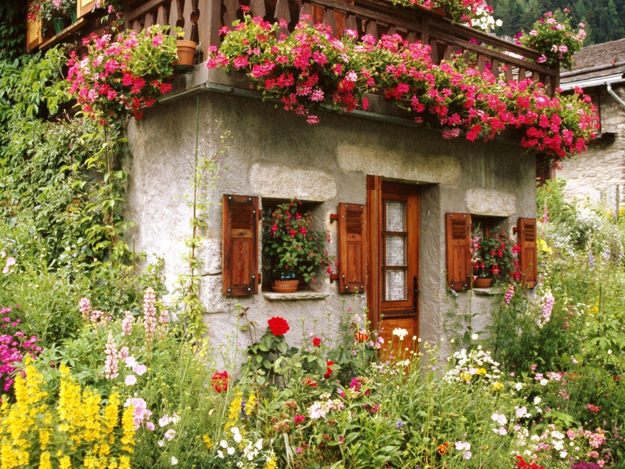 Beautiful Cottage Flower Garden Lovely English Cottage Garden ...