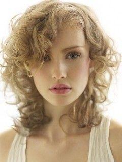 cortes de pelo rizado escalado fotos de peinados