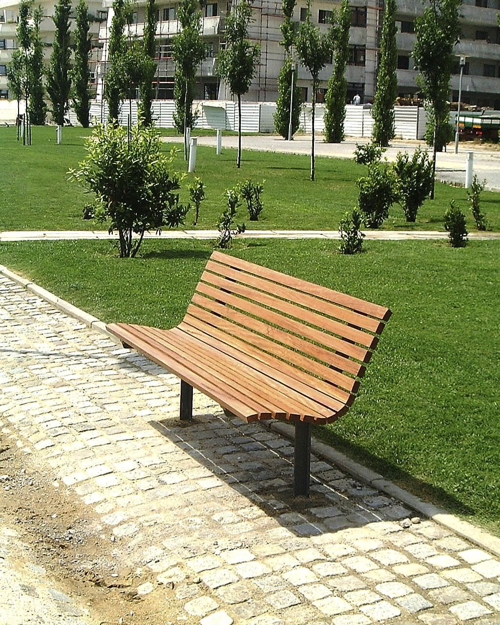 Simple minimalist outdoor park bench design with awesome for Simple garden bench designs