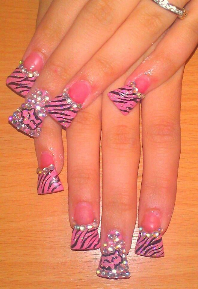 Fox nails cute...a little too long though..love design and colors ...