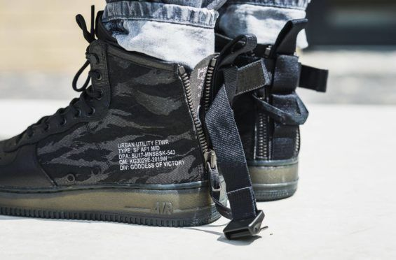 buy online 8cb13 c8697 Release Reminder: Nike Special Field Air Force 1 Mid Black ...