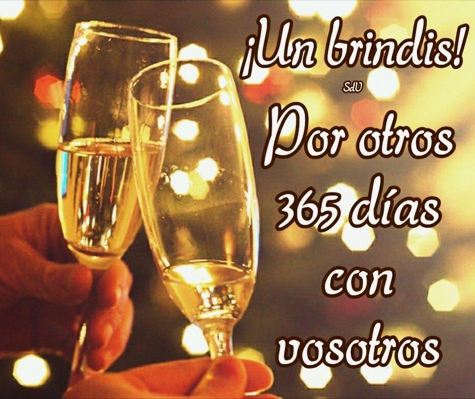 Un brindis! Por otros 365 días con vosotros (Fin de año) | Felicitaciones  de año nuevo, Feliz año nuevo frases, Frases de año nuevo