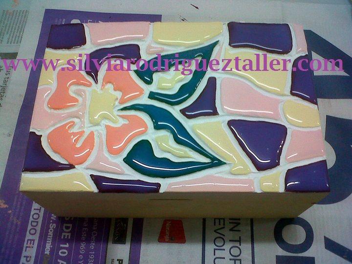 Caja de té 2 espacios con textura. Falso acabado de trencadis realizado con enduido plástico, pintura acrilica y dimensional.
