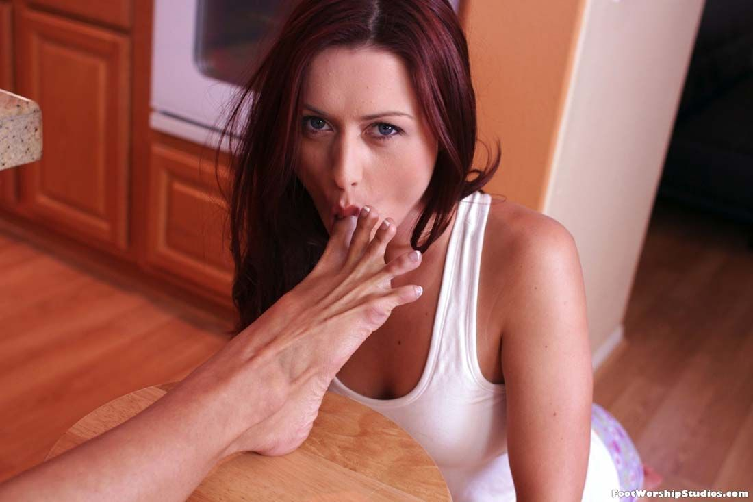 Female foot sucking toe