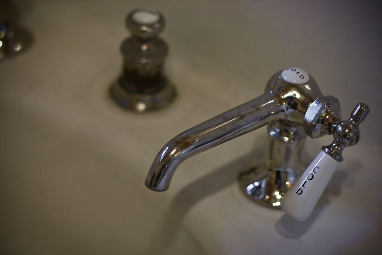 1910 Montlake (Seattle) Craftsman, original bathroom ...