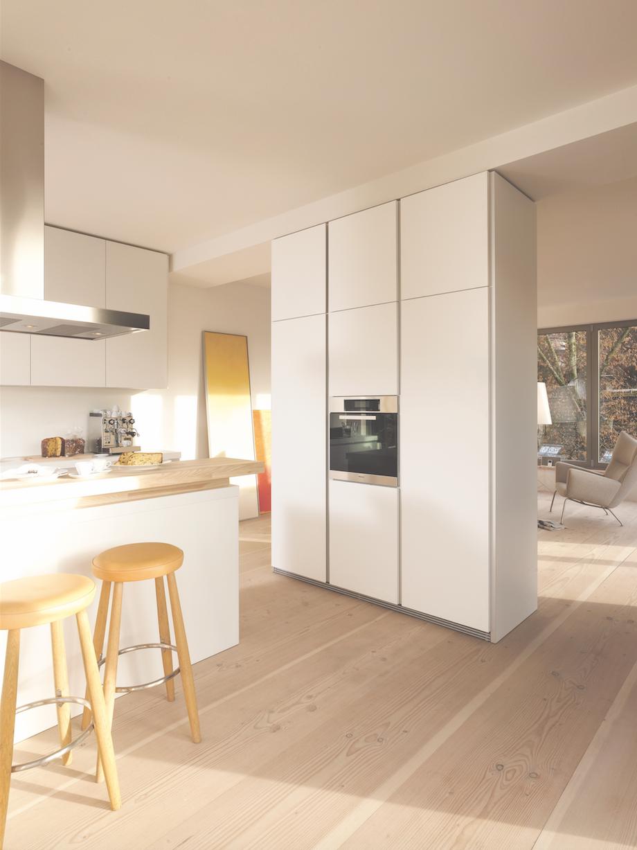 Bulthaup cuisine b1 ce projet utilise l 39 espace au centim tre pr s avec des meubles hauts et for Bulthaup cuisine