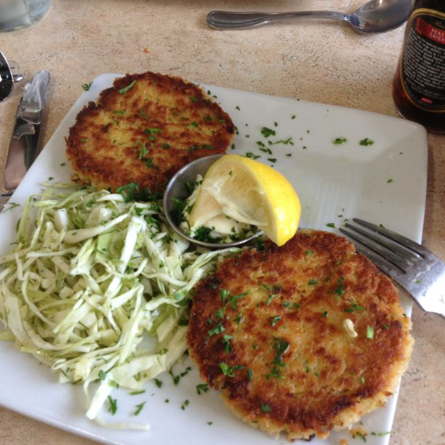Dungeness Crab Cakes At Local Ocean Seafood Newport Or Dungeness Crab Cakes People Food Food