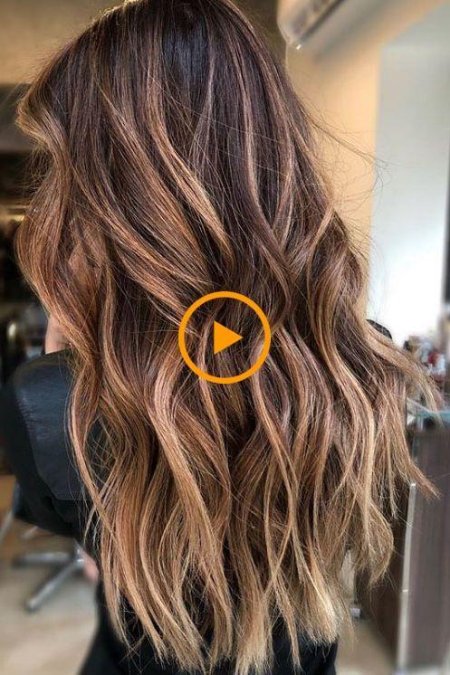La couleur des cheveux au caramel est à la mode – voici 15 exemples à couper le souffle pour …
