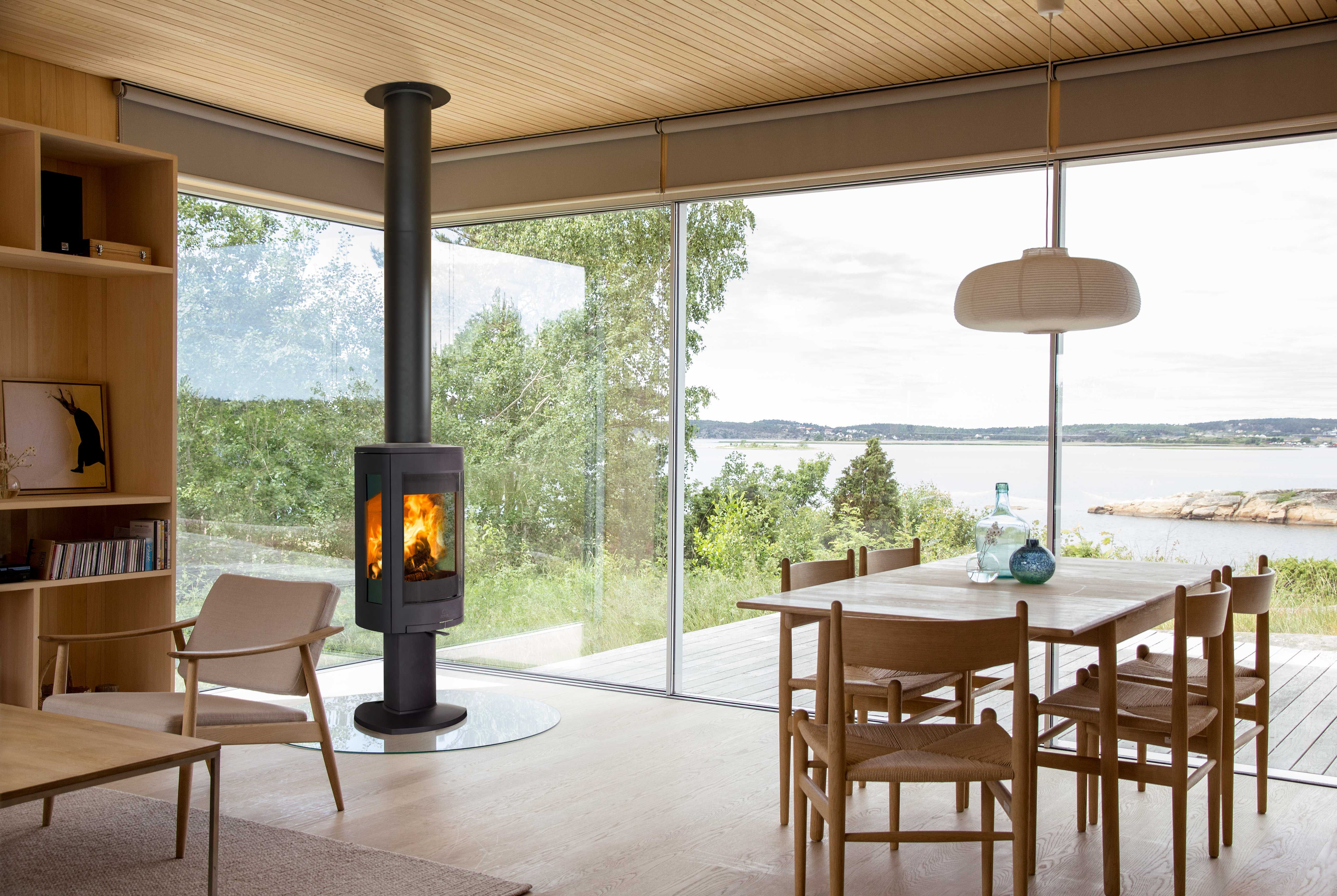 Jotul Redefined Stove Design And Won The Red Dot Best Of The Best It Quickly Became Europe S Most Pop Modern Log Burners Log Burner Living Room Modern Stoves