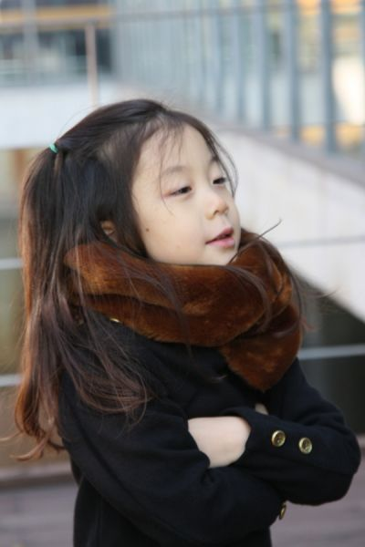 LEOCA Paris' fur scarf. Picture from Iloo : korean online shop.