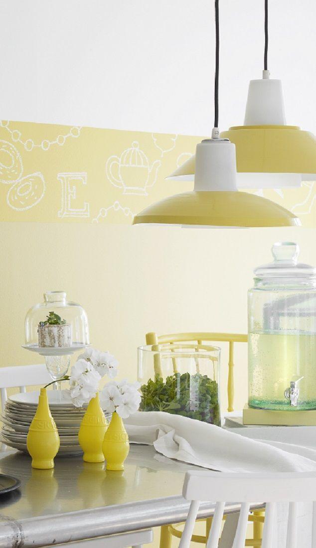 Raikas keltainen piristää myös valaisimia. Varjostimet on maalattu Helmi kiiltävällä, Greippi S302.