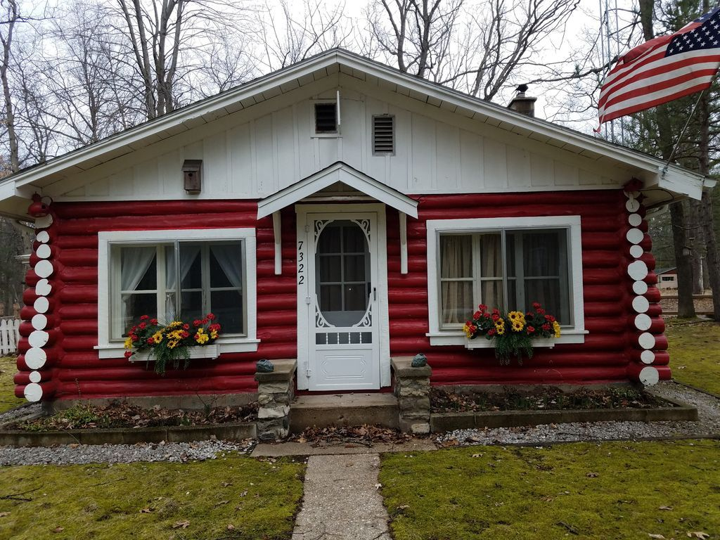 Red Cabin Retreat is a newly renovated log VRBO