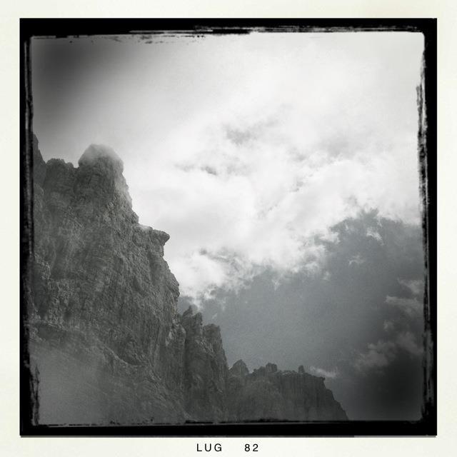 Sotto le #dolomiti di #brenta in #trentino.. le nostre fantastiche montagne emozionano da ogni angolazione...