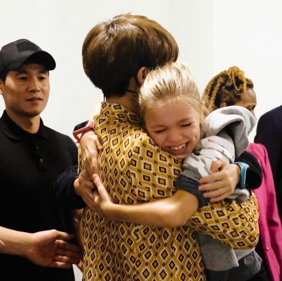 Na On Twitter Jungkook Kim Taehyung Funny Kids Hugging