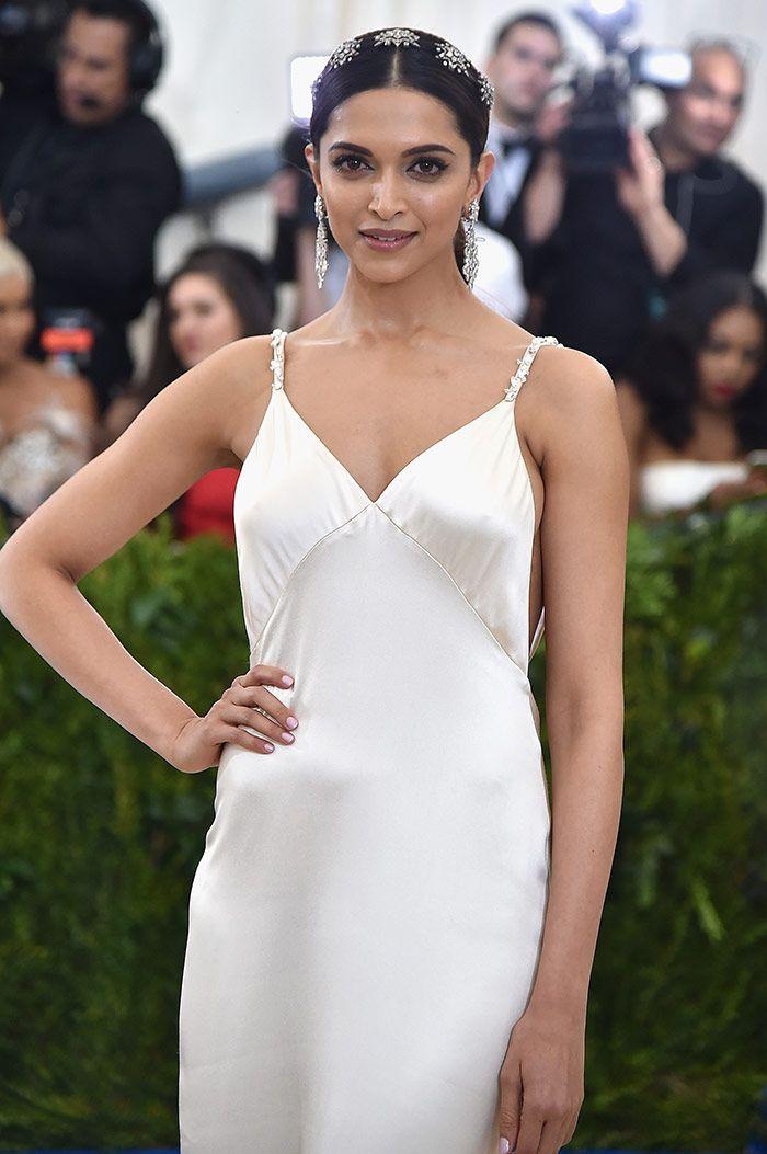 Everything To Love About Deepika Padukone S Met Gala Look Met Gala Looks Fashion Deepika Padukone Hot