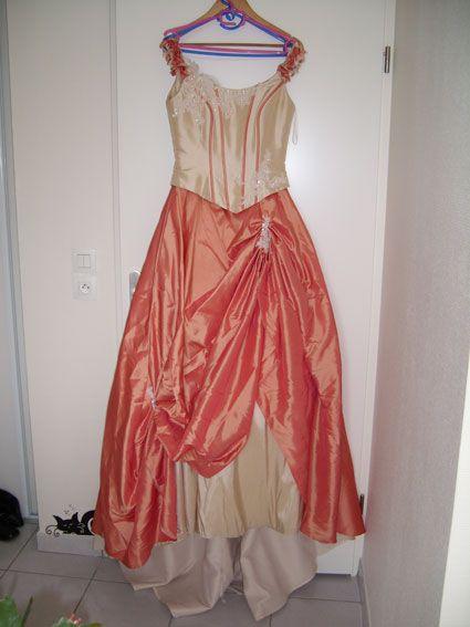 robe de mariée crème et corail. Taille 38.