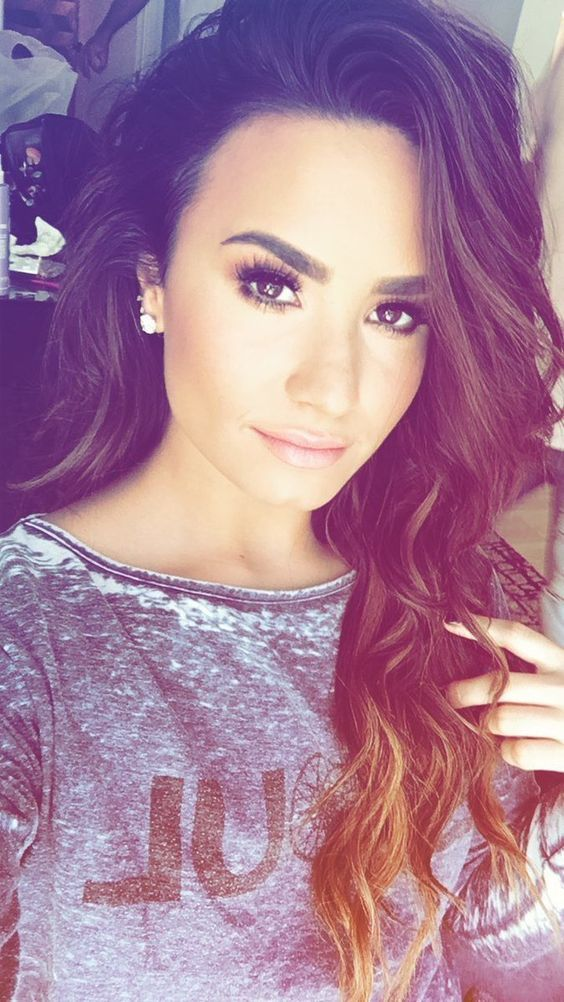 Demi Lovato is brow goals! Lovatics good eyebrow shapes