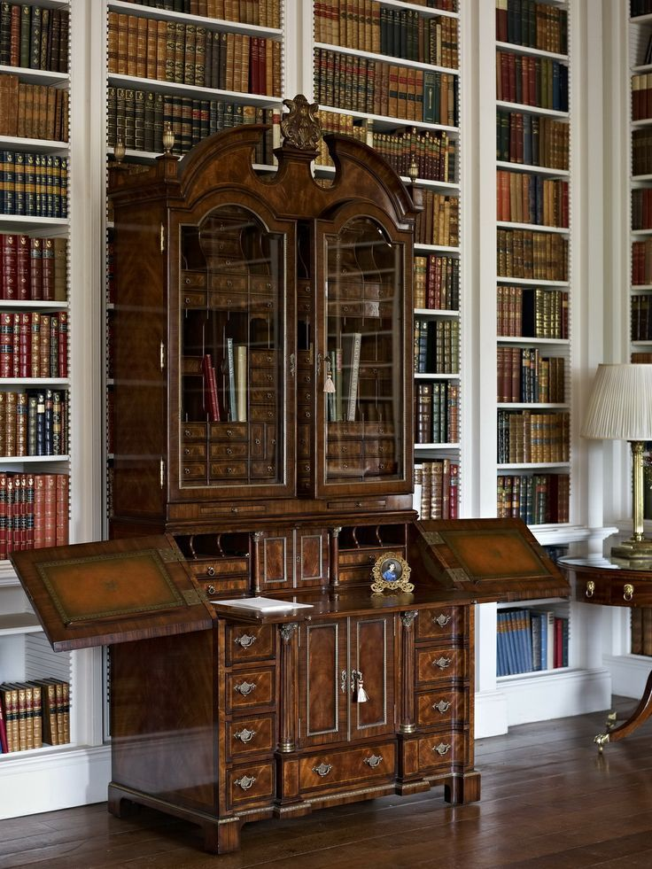 The secretary in the library at Althorp has one hundred drawers, of which twenty six are secret. .Coisas de Terê