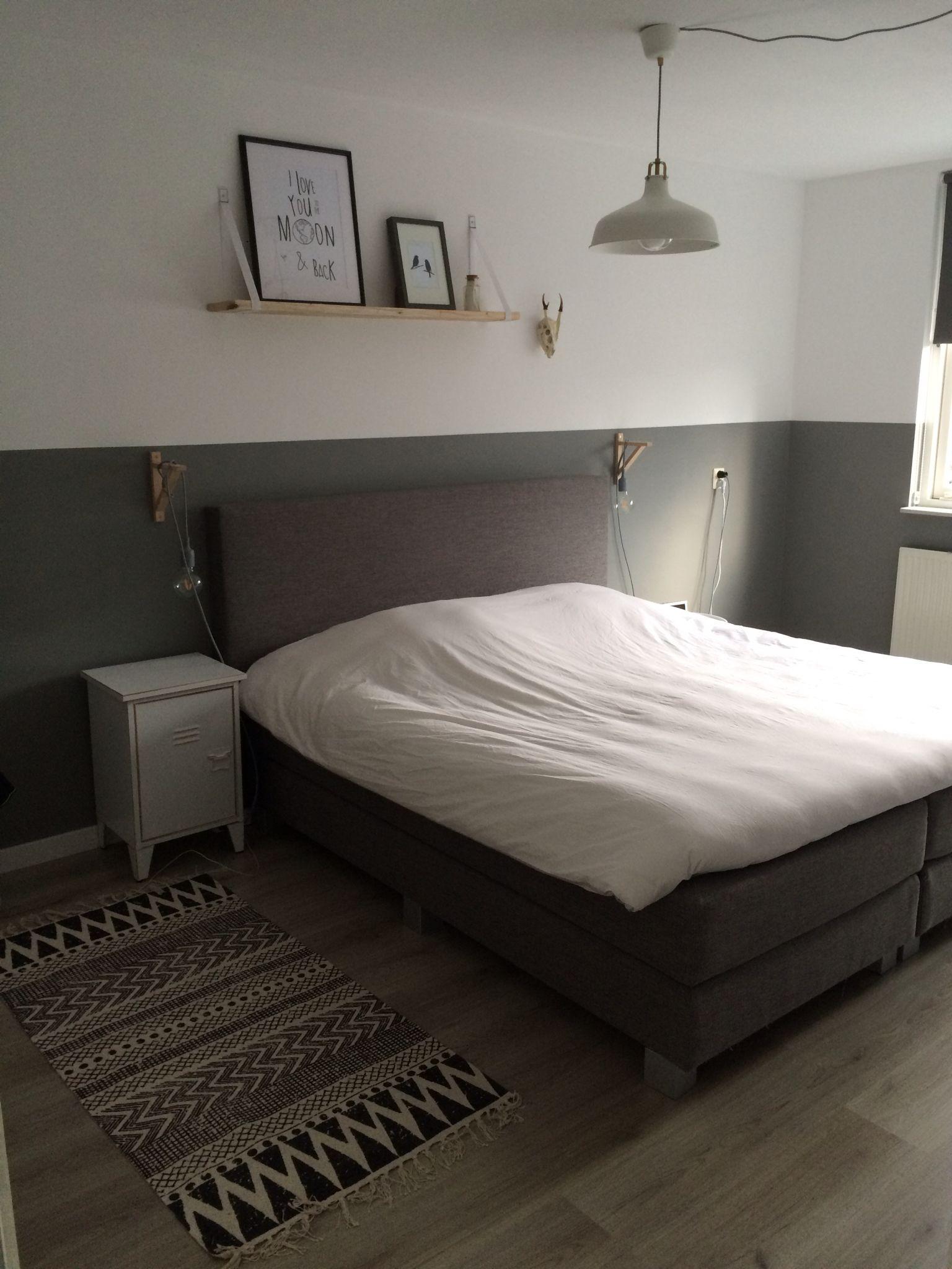 Zwart wit grijze slaapkamer met geschilderde