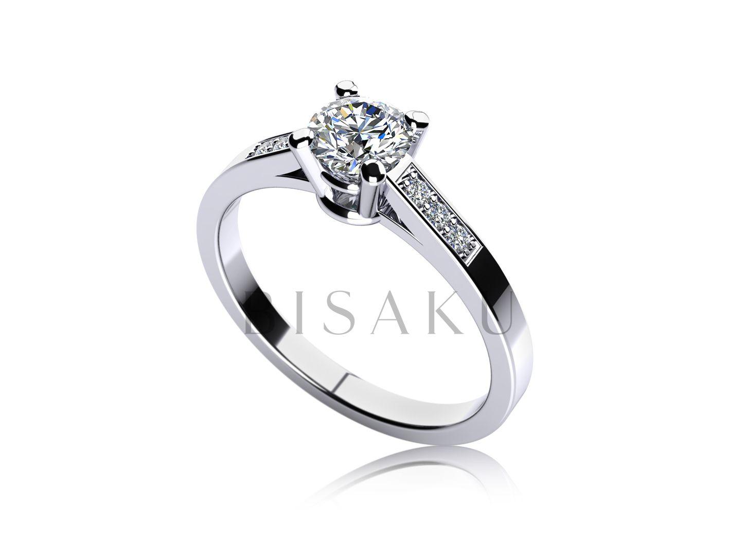 C8 Překrásně zdobený zásnubní prsten jako pro princeznu. Velký centrální  kámen je podpořen menšími kameny d5e9c6ae171