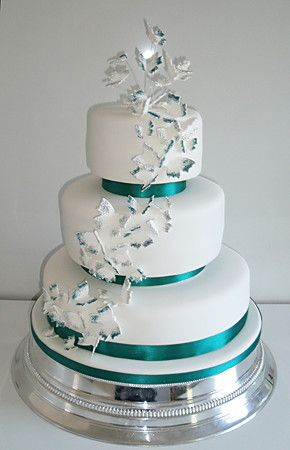 Round cake with separators and butterflies Wedding Pinterest