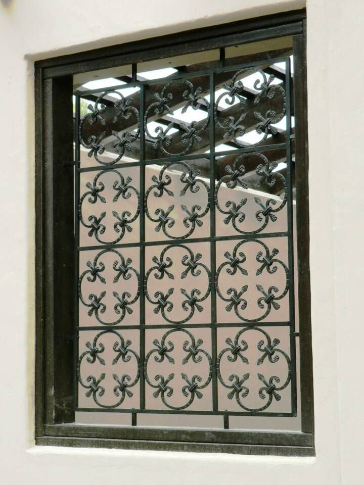 Wrought Iron Screen In Fleur De Lis Pattern Com Imagens Grades