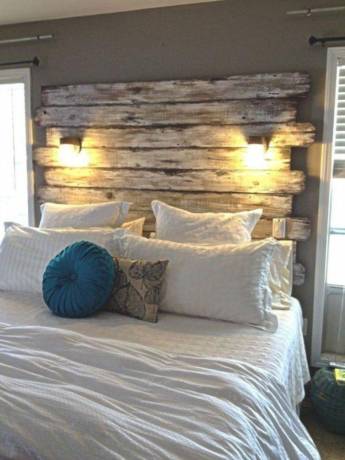 schlafzimmer landhausstil hölzernes bettkopfteil wandleuchten