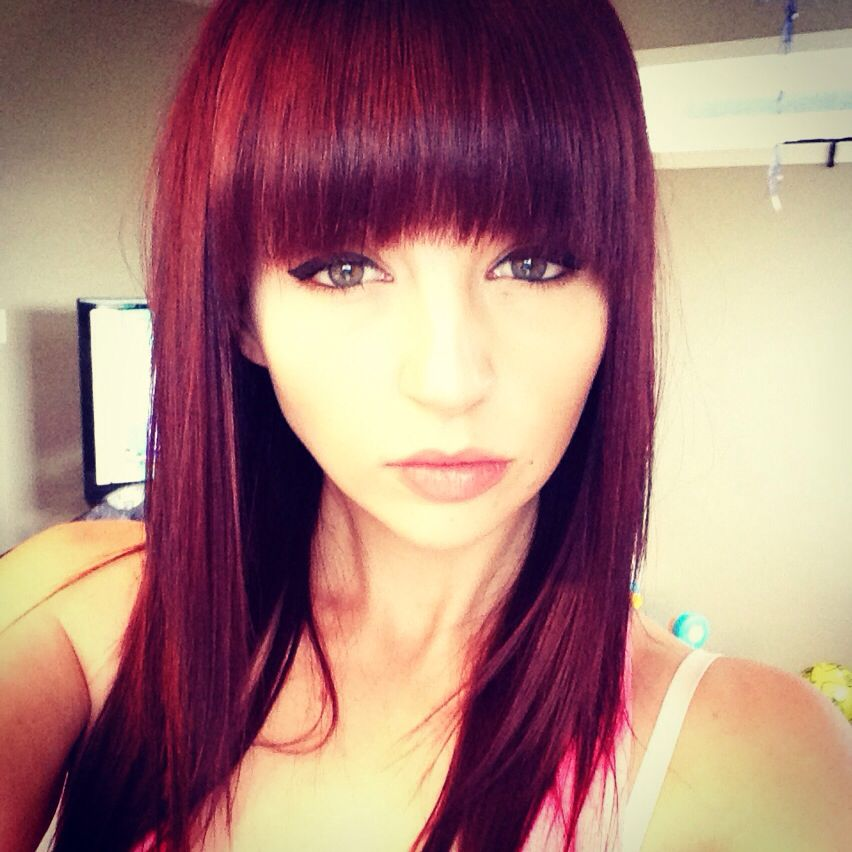 Red Hair And Bangs Redhair Hair Burgundy Hair Hair Color Flamboyage Hair Color Burgundy