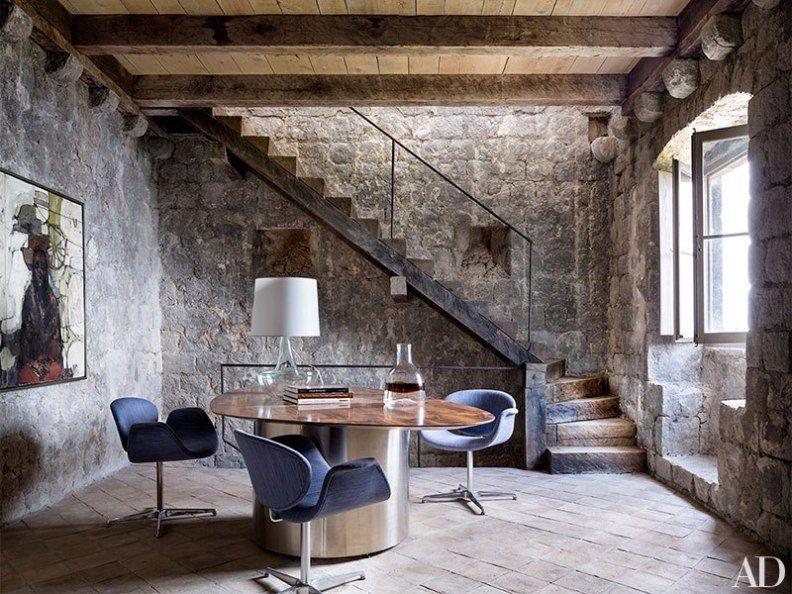Casa de piedra con decoracion minimalista lamas muros for Decoracion interior de casas minimalistas