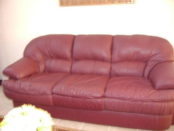 For Sale Is A Natuzzi Italian Leather Sofa It Is A Burgundy