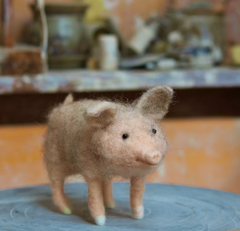 Needle Felted Animals: Twiggy The Piggy #needlefeltedanimals Needle Felted Animals: Twiggy The Piggy – How To Needle Felt With Lincolnshire Fenn Crafts #needlefeltedcat