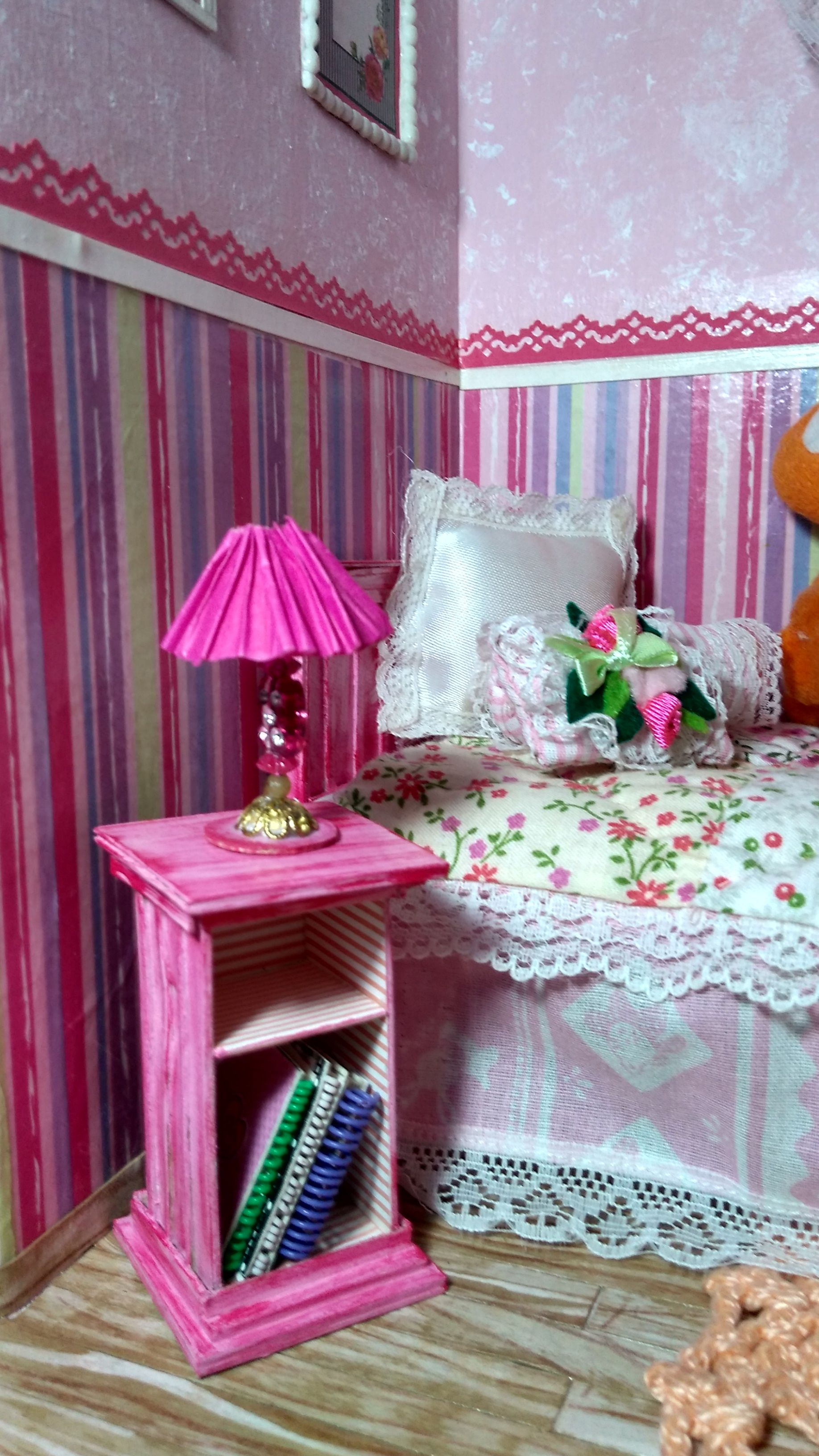 Abajur E Criado Mudo Do Quarto Da Barbie