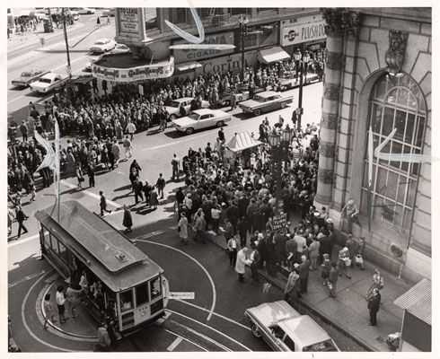 Crowd Of Demonstrators Protesting The Bank Of America S Hiring Practices 1964 Bank Of America San City