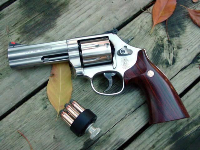 "Smith & Wesson 686 - .357 Magnum, 6"" barrel"