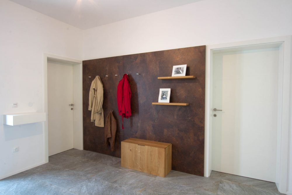 Vorraum Design Weiss Modern Zahlerkasten Hinter Jacken