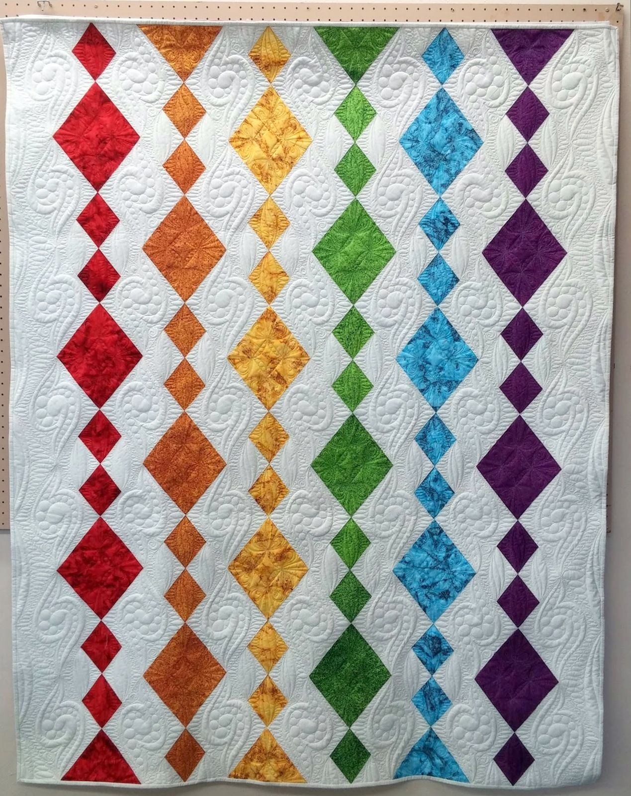 Dangling Diamonds Quilt For Island Batiks Quilted By Marlene Baerg Oddie At Kissed Quilts Rainbow Quilt Quilts Quilt Patterns