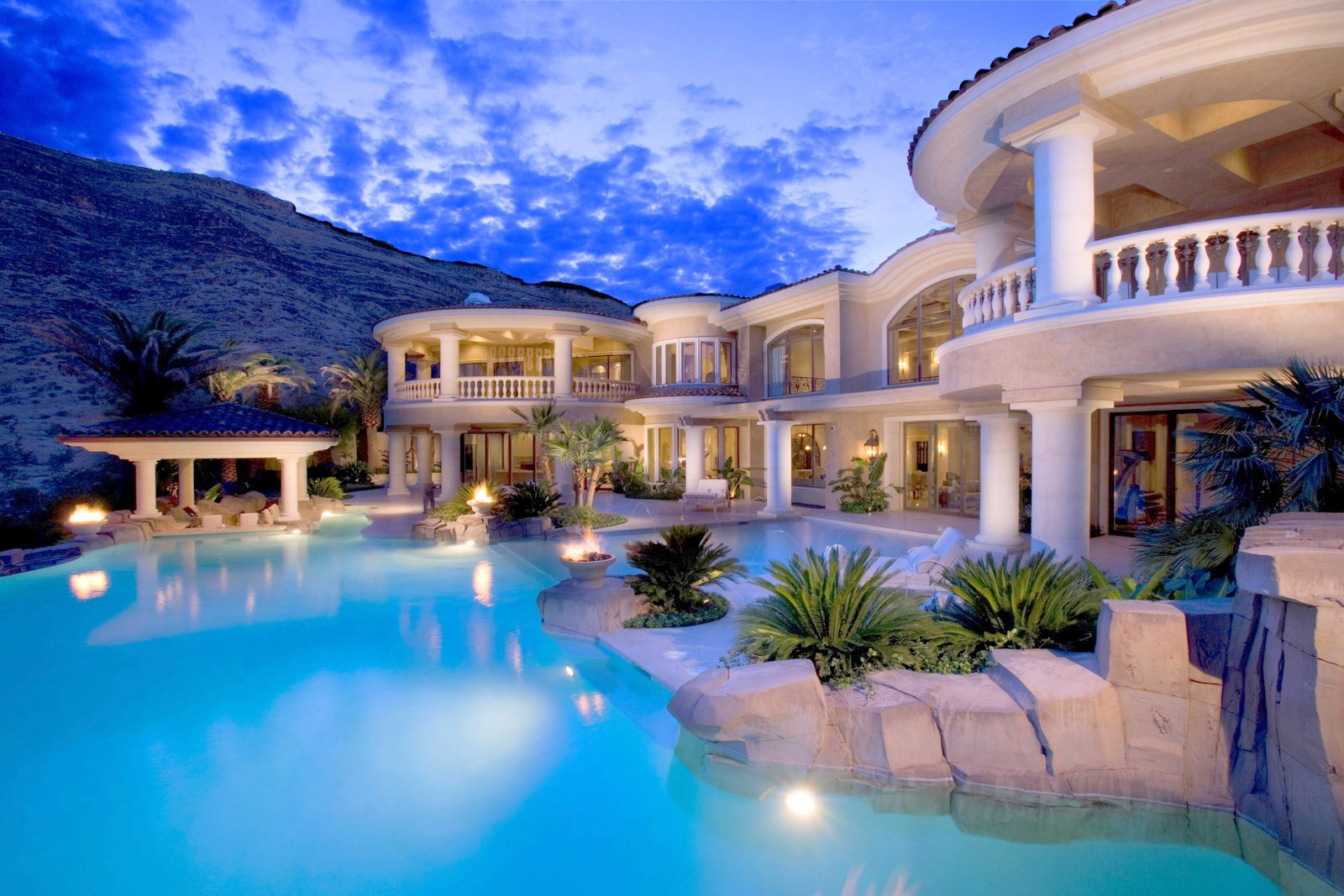 Las vegas luxury real estate luxury homes condos for for Luxury homes in alaska