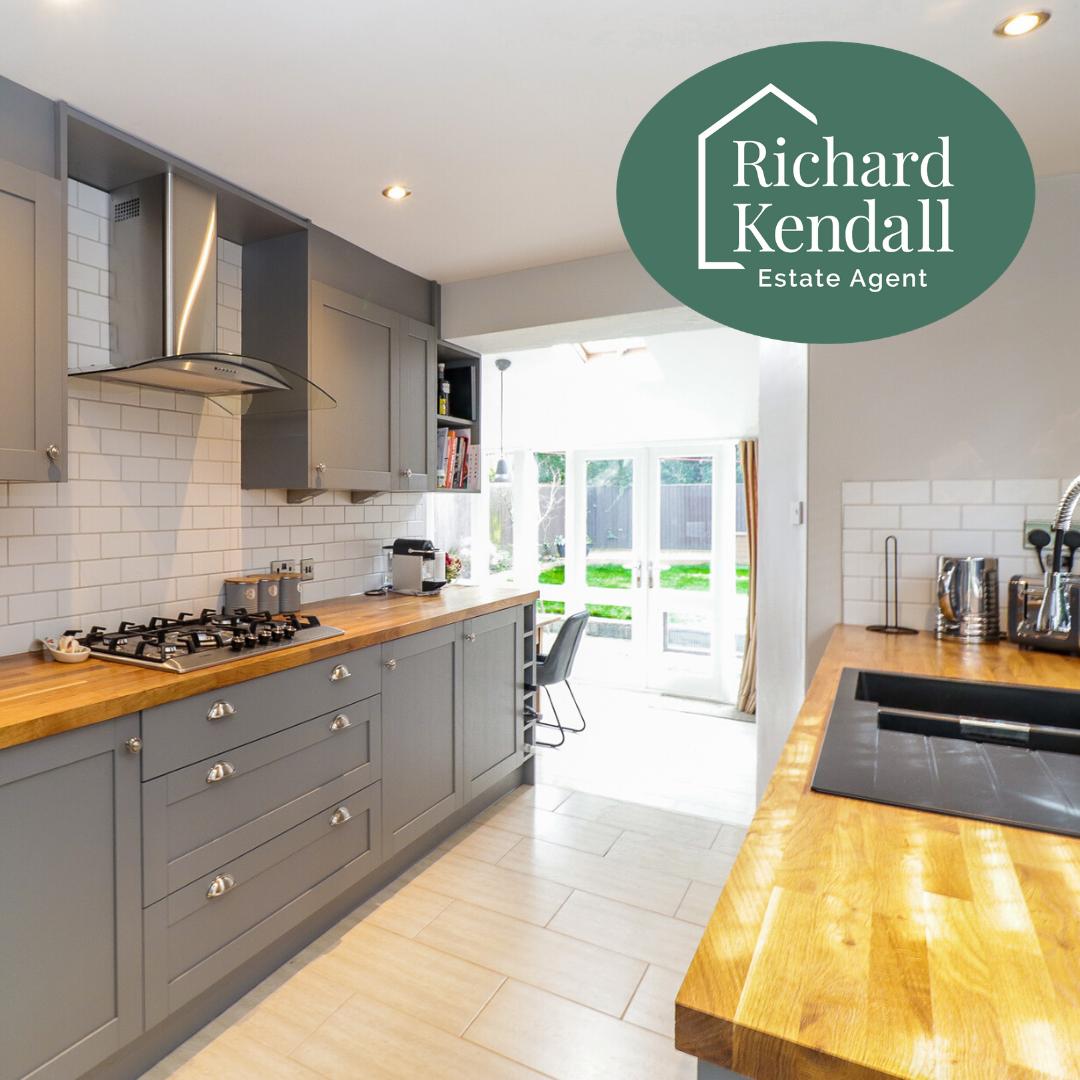 Kitchen Barnsley Road Sandal in 2020 Shaker style