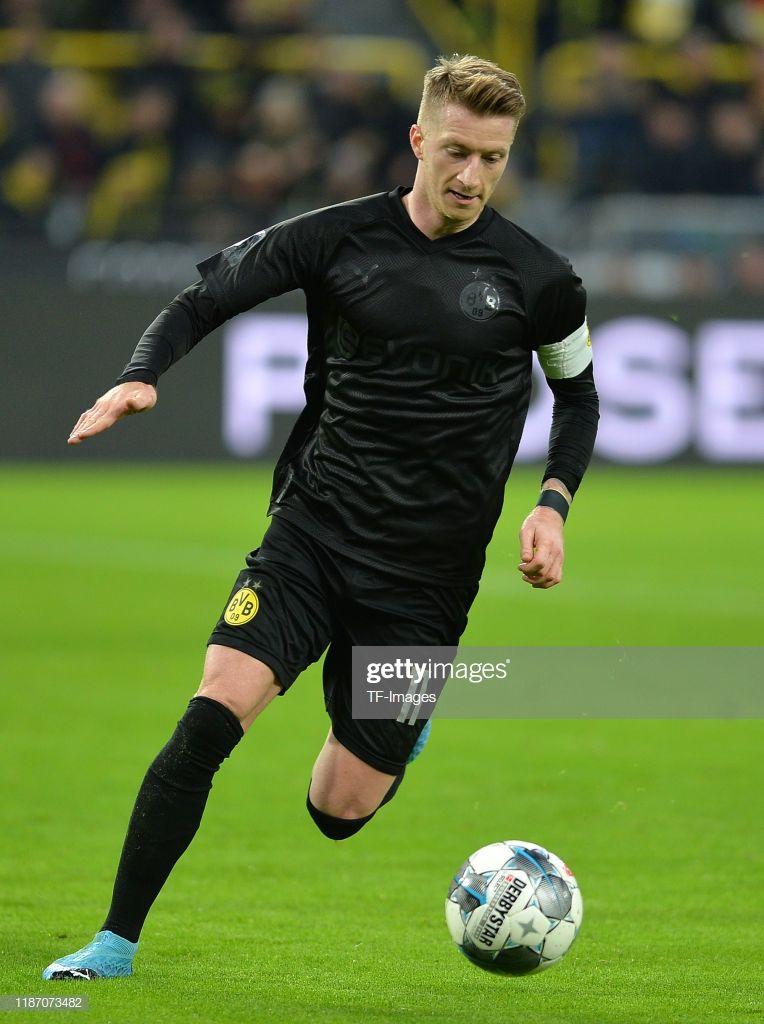 Marco Reus Of Borussia Dortmund Controls The Ball During The Em 2020 Futebol Pantufas Fernanda