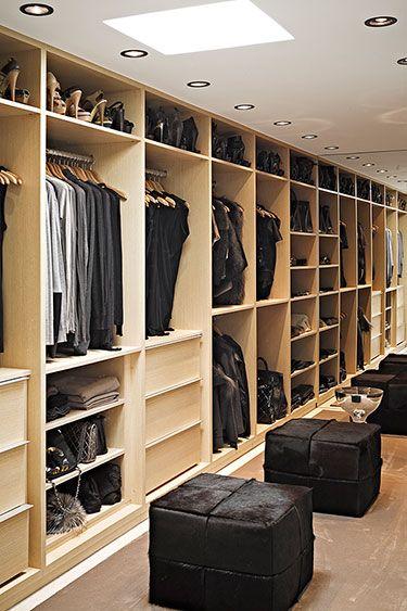 Closet Case 8 Steps to Perfect Organization - kleiderschrank schiebeturen stauraumwunder