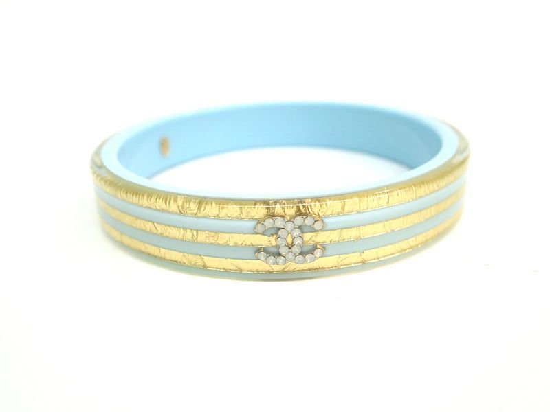 #CHANEL Bangle 2013 Resort Collection Resin/Plastic Blue/Gold (BF082578). Authenticity guaranteed, free shipping worldwide & 14 days return policy. Shop more #preloved brand items at #eLADY: http://global.elady.com