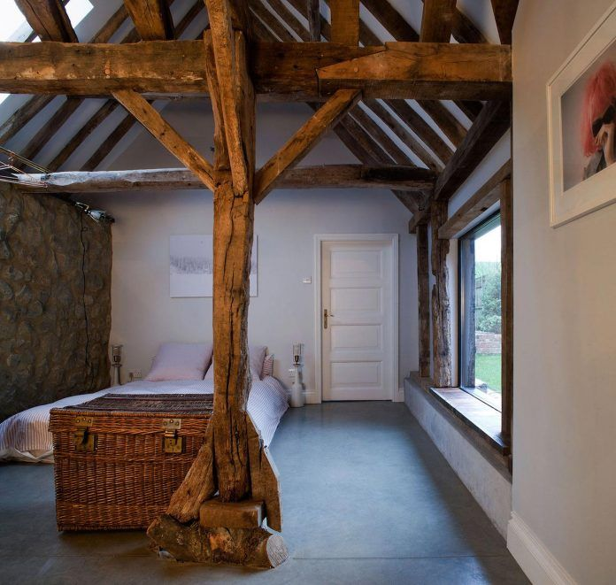 liddicoat-goldhill-design-ancient-party-barn-barn-conversion-contemporary-atmospheric-getaway-relaxing-gathering-31