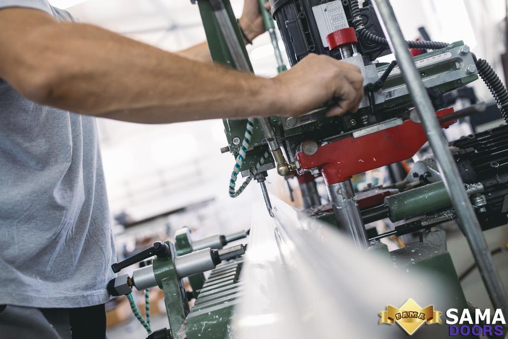ثقوب في صناعة الابواب الحديدية Doors