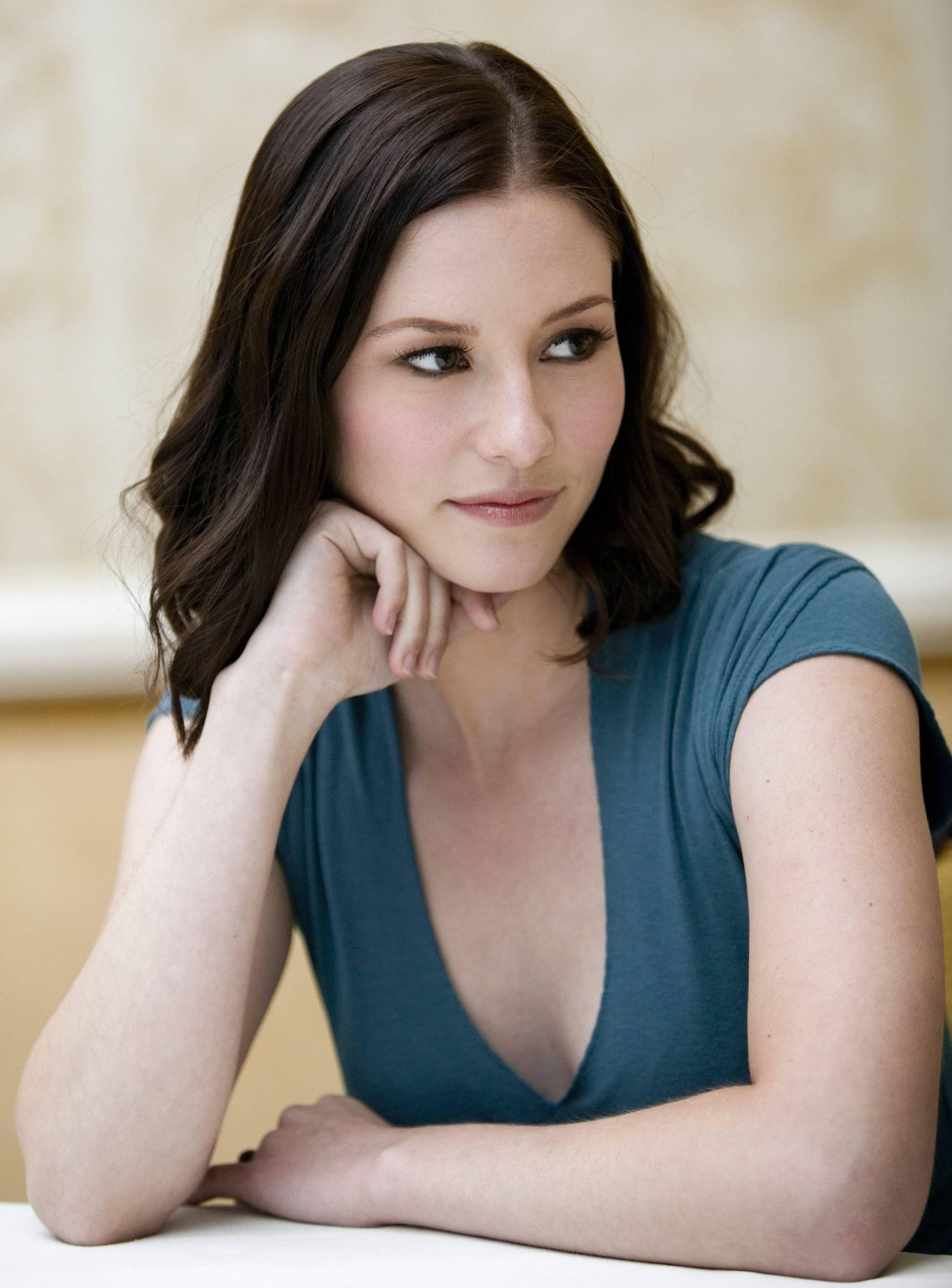 Paging Lexi Grey: Greys Anatomys Chyler Leigh pics
