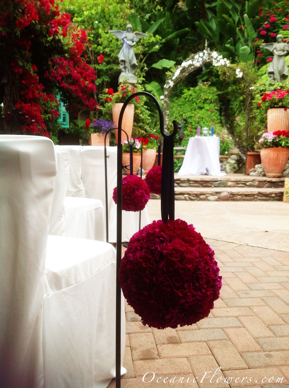 Wedding decorations red  Red Pomanders for the Ceremony Aisle Decoration  Diseño floral