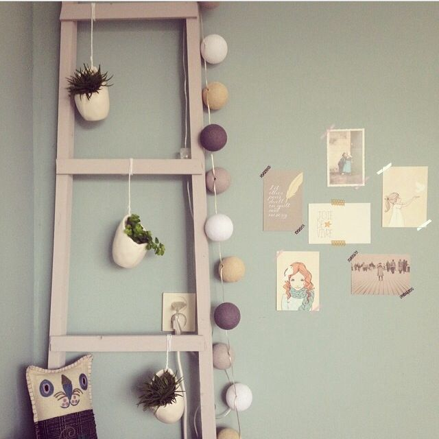 Diy ladder and postcards walldecoration