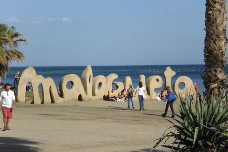 La playa de la Malagueta es ideal para tomar el Sol y disfrutar del agua.