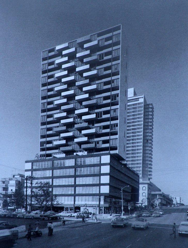 Edificio del seguro medico, Antonio Quintana-arquitecto. Año 1955. La Habana.